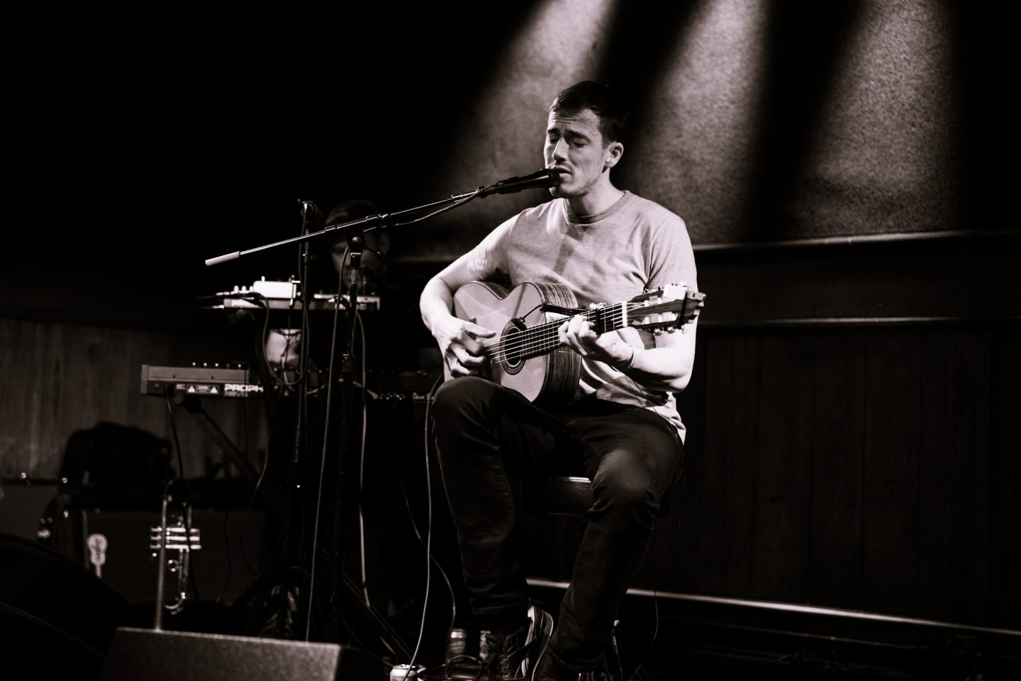 Charlie Cunningham at Schubas by Liina Raud Photography