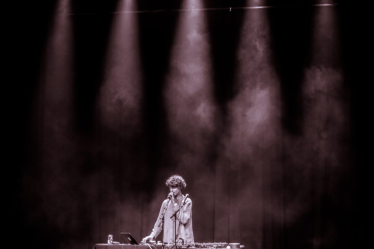 Cosmo Sheldrake at Lincoln Hall by Liina Raud Photography